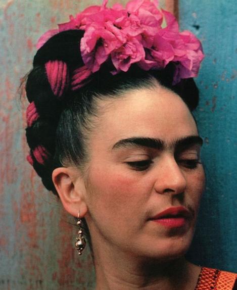 Frida kahlo que mujer actitud por tini de bucourt for Cuartos decorados de frida kahlo